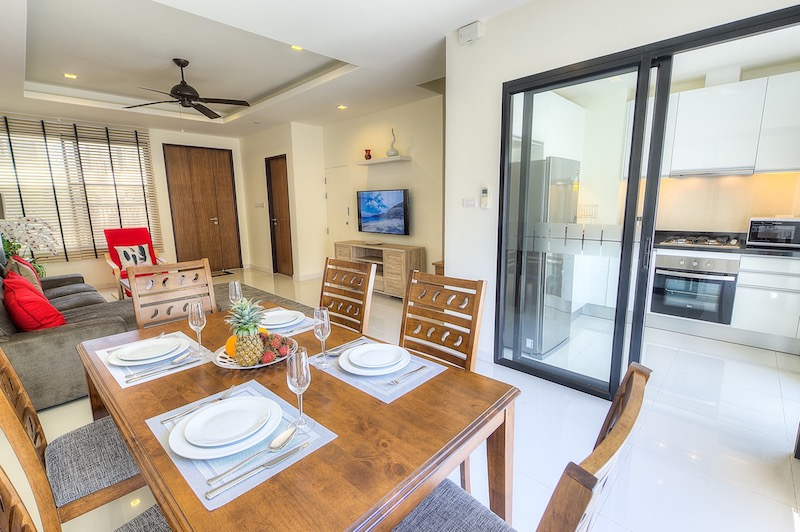 04 Living room – dining area